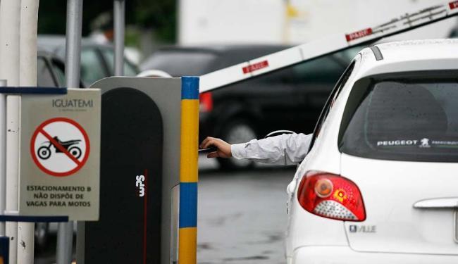 Os estacionamentos dos shopping centers Salvador e Salvador Norte estarão à disposição - Foto: Raul Spinassé | Ag. A TARDE