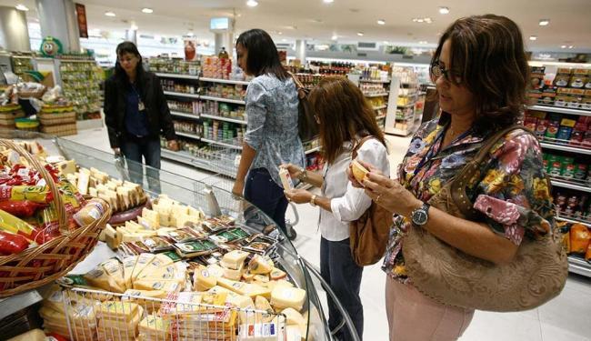 Os problemas climáticos e o aumento da demanda pressionam os preços de alimentos - Foto: Raul Spinassé   Ag. A TARDE
