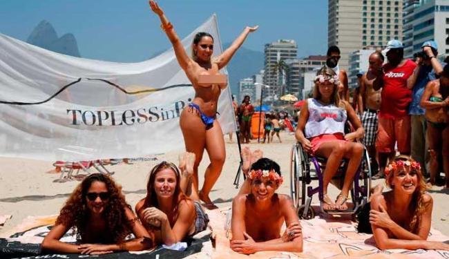 A Mulher Melão (de pé) foi criticada pelo público feminino por
