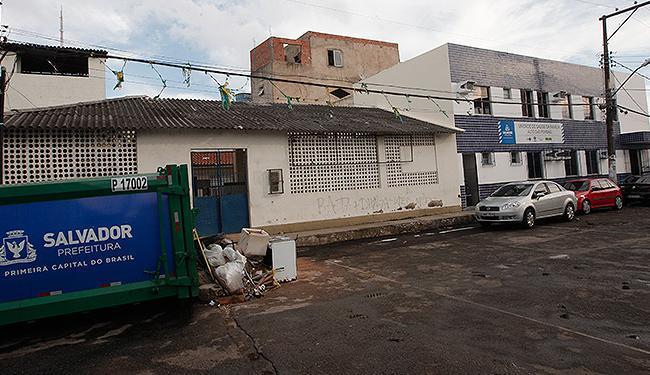 Compressor de lixo foi instalado a poucos metros da Unidade de Saúde da Família - Foto: Margarida Neide l Ag. A TARDE