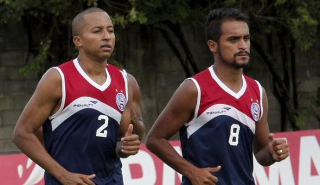 Tchô (D) treina parte física ao lado do atacante Willians - Foto: Margarida Neide   Ag. A TARDE