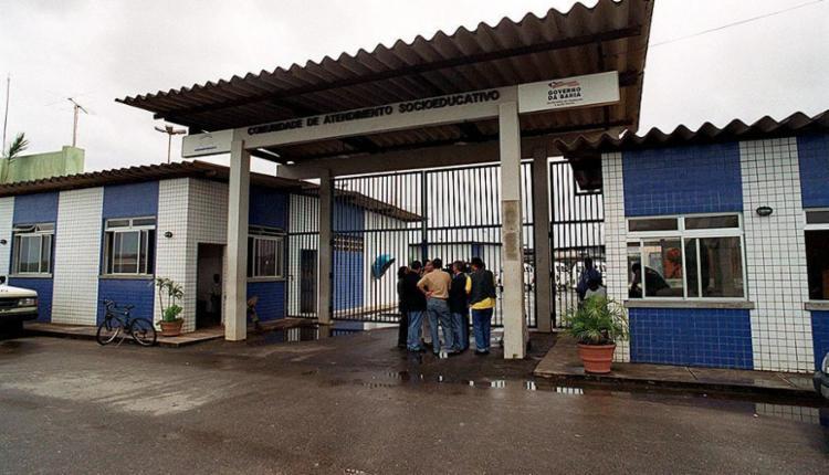 Três dos 10 adolescentes que fugiram da Case retornaram à unidade - Foto: Arestides Baptista   Ag. A TARDE