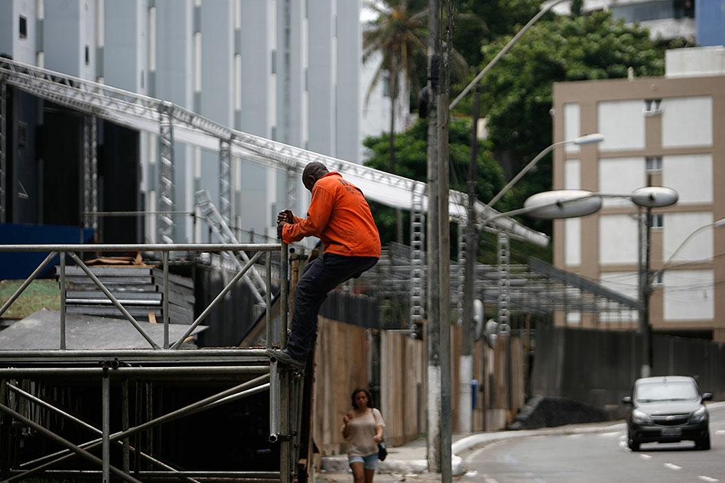 Circuito Barra Ondina : Montagem de camarotes muda paisagem da orla salvador