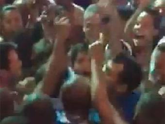 ACM Neto aproveita passagem do Alavontê para pular com foliões - Foto: Reprodução | Facebook