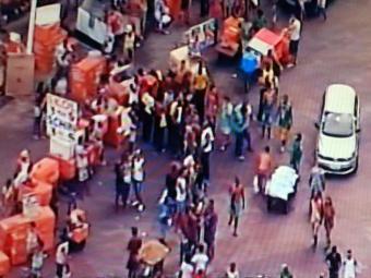 Foliões se concentram no Farol para desfile pelo circuito - Foto: Reprodução   TV Record