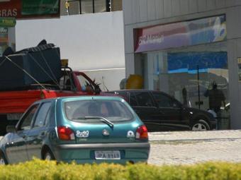 Caixa eletrônico ficava no interior da loja de conveniência do posto - Foto: Arestides Baptista   Ag. A TARDE