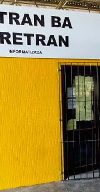 O homem subiu no telhado e se machucou durante a queda - Foto: Reprodução: Site Giro Ipiaú