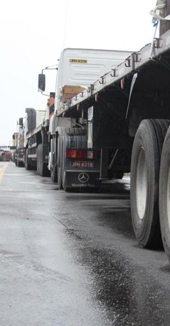 Bloqueios já afetam abastecimento em várias cidades do país - Foto: Edilson Lima | Ag. A TARDE | 25.02.2015
