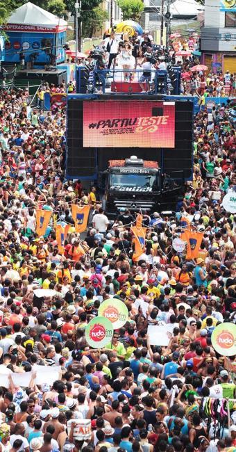 Após muitos anos restrita ao circuito Barra-Ondina, Daniela retornou ao centro arrastando multidão - Foto: Lúcio Távora   Ag. A TARDE