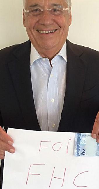 Ex-presidente brinca com cartaz do 'Foi FHC' - Foto: Reprodução   Instagram