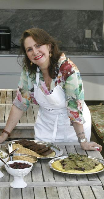 A pedagoga Helena Fialho destacou-se a partir de pesquisas na cozinha de casa - Foto: Fernando Vivas | Ag. A TARDE