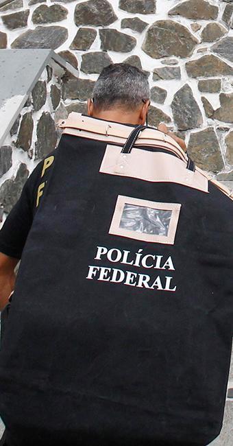 Policiais federais cumprem dois mandados de busca e um de condução coercitiva em Salvador - Foto: Lúcio Távora | Ag. A TARDE