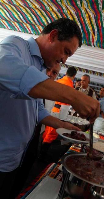 Governador foi a feijoada realizada no camarote da PM - Foto: Manu Dias   GovBA