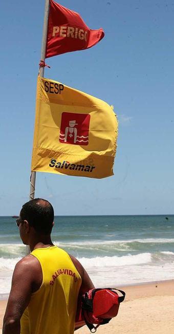Função de salva-vidas está entre as vagas disponíveis - Foto: Gildo Lima | Ag. A TARDE