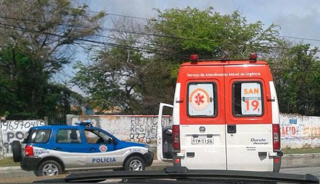 Vítima foi socorrida por ambulância do Samu - Foto: Iloma Sales | Ag. A TARDE
