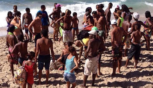 A ação demorou cerca de 10 minutos até que um salva-vida chegasse - Foto: Crédito: paulo Oliveira   Ag. A TARDE