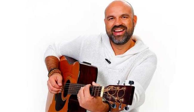 Alexandre Leão vai se apresentar às sextas-feira, exceto no Carnaval, na Varanda do Sesi - Foto: Felipe Oliveira | Divulgação