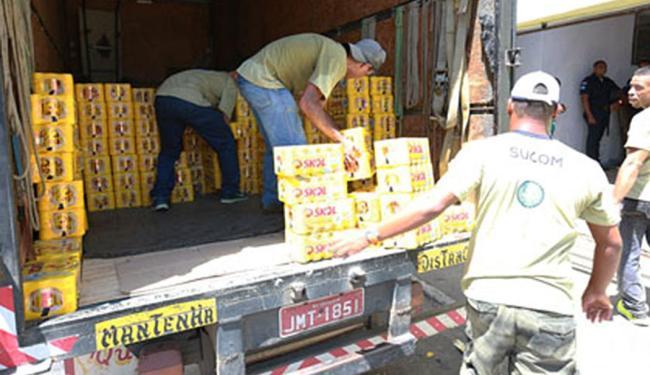 Foram necessários sete caminhões para levar os produtos apreendidos na manhã desta quinta, 12 - Foto: Divulgação   Agecom