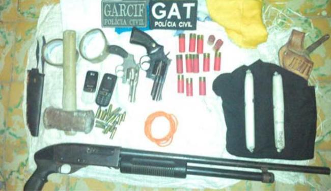 Polícia encontrou armas e explosivos que seriam usados para explodir caixas eletrônicos - Foto: Lay Amorim   Brumado Notícias