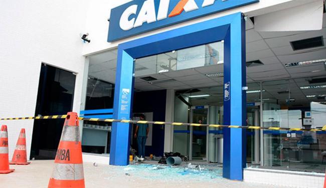 Criminosos explodiram cinco caixas eletrônicos na agência - Foto: Site Mais Região