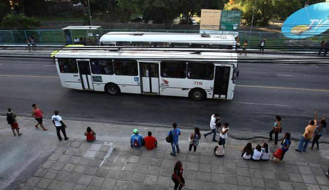 Acidente aconteceu em frente a prédio da telefônica Oi - Foto: Lúcio Távora   Ag. A TARDE, Data: 10/12/2013