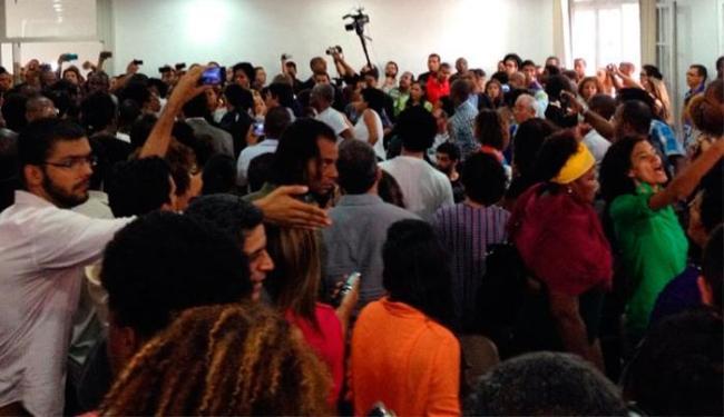 Participantes discutiram com policiais durante audiência pública - Foto: Franco Adailton | Ag. A TARDE