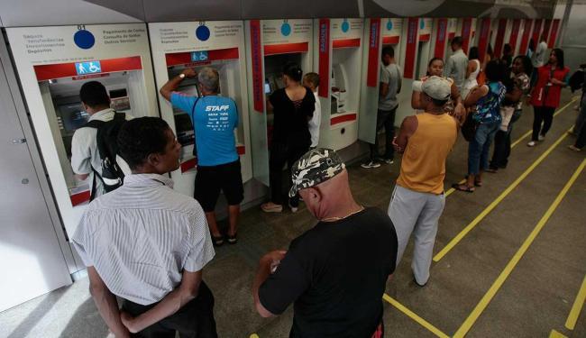 Decisão vale para todos os bancos associados a Febraban - Foto: Raul Spinassé | Ag. A TARDE