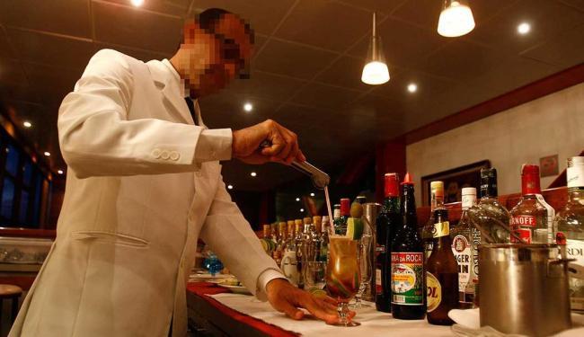 Barman está entre as funções disponíveis para esta quarta-feira, 4 - Foto: Arisson Marinho | Ag. A TARDE