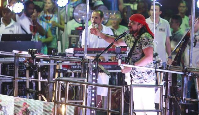 Bell relembrou sucessos do Chiclete, sua ex-banda, na Barra - Foto: Joa Souza | Ag. A TARDE