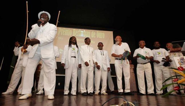 Associação Brasileira de Capoeira de Angola se apresenta durante premiação - Foto: Margarida Neide | Ag. A TARDE | 27.02.2015