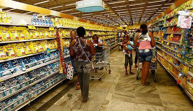 Preço dos alimentos essenciais registrou uma alta de 11,71% em Salvador no mês passado - Foto: Margarida Neide | Ag. A TARDE