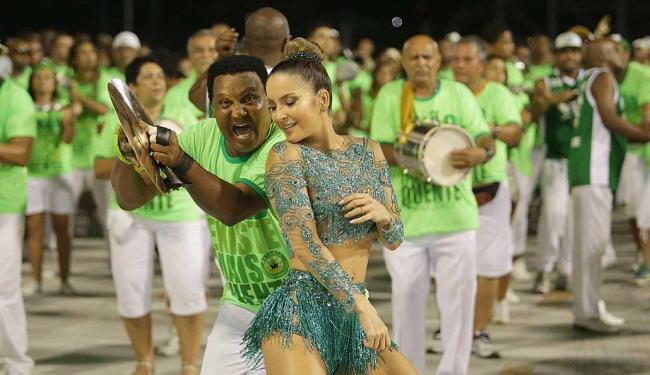 Claudia Leitte e a bateria da Mocidade Independente de Padre Miguel - Foto: Márcio Alves   Agência O Globo   Arquivo A TARDE