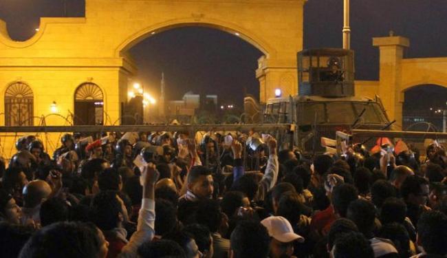A confusão entre policiais e torcedores aconteceu no último domingo, 8 - Foto: Stringer   Ag. Reuters
