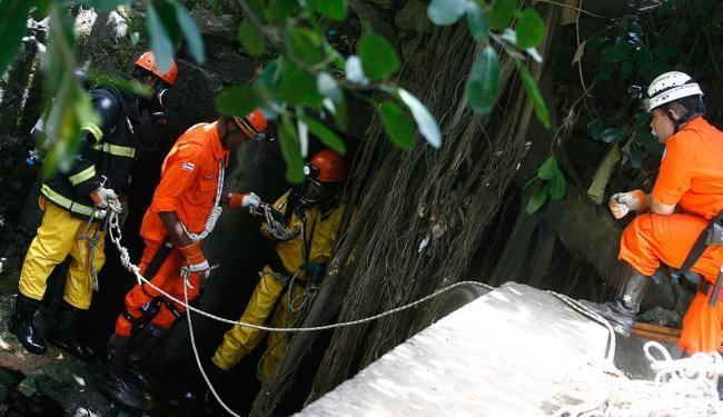 Bombeiros buscam corpo desde a segunda-feria, 16 - Foto: Fernando Amorim | Ag. A TARDE