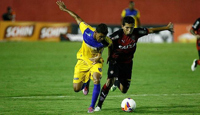 Flávio (D) estreou bem contra o Colo-Colo. Ajudou a defesa e conseguiu acertar a trave no Barradão - Foto: Fernando Amorim | Ag. A TARDE
