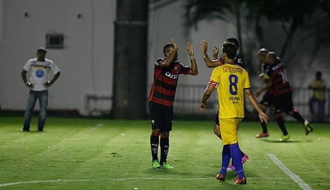 Jogadores do Vitória comemoram após Kadu abrir o placar no Barradão - Foto: Fernando Amorim | Ag. A TARDE