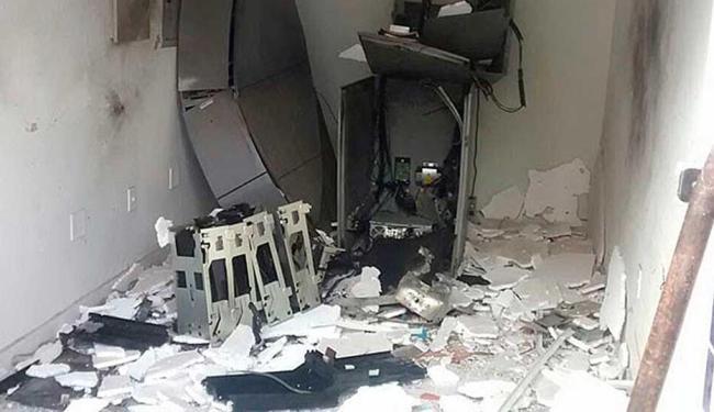Grupo explode caixa eletronico ao lado da Delegacia em Várzea do Poço!