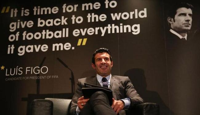 Figo acredita que somente através de uma mudança na gestão da Fifa é que haverá transparência - Foto: Alex Morton   Ag.Reuters