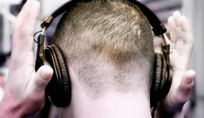 Fone de ouvido com volume alto vai causar problemas de audição - Foto: Divulgação