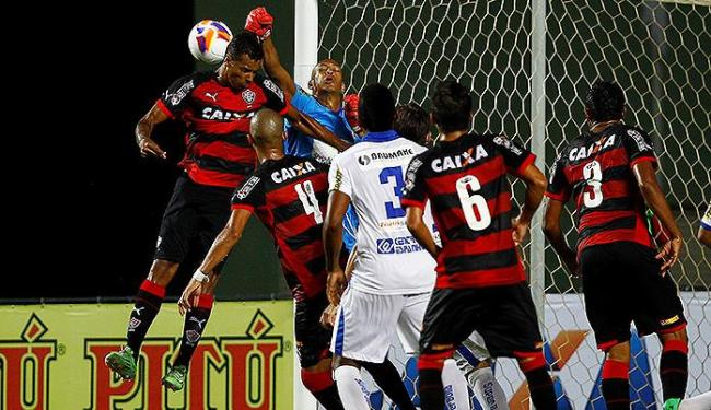 O goleiro Dida, do Galícia, parou o time misto do Vitória no clássico de quarta, em Pituaçu - Foto: Eduardo Martins | Ag. A TARDE