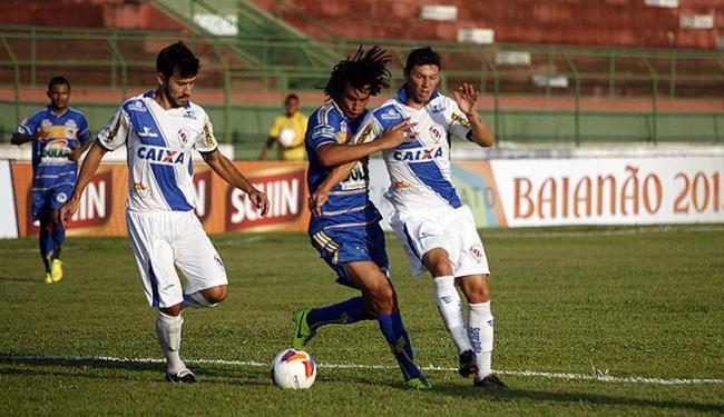 Jogo entre Jacobina e Galícia foi caracterizado pela marcação - Foto: Luiz Tito l Ag. A TARDE