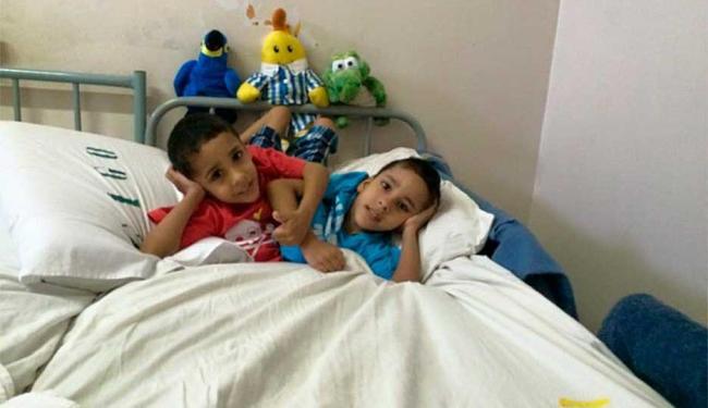 Irmãos siameses passaram por cirurgia de separação na última terça-feira, 24 - Foto: Reprodução | Facebook