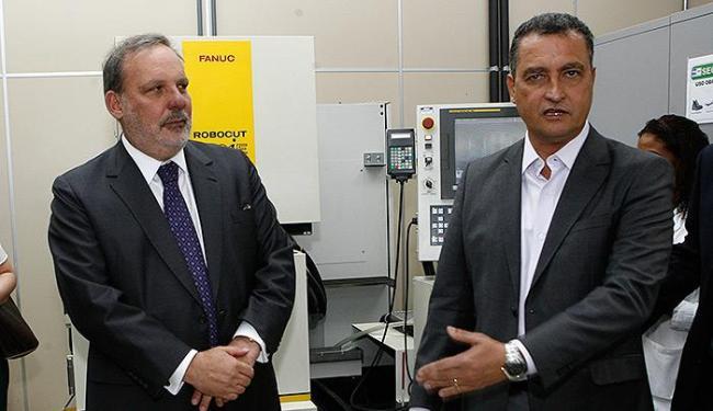 Rui (D) e ministro Monteiro visitaram Senai Cimatec - Foto: Marco Aurélio Martins   Ag. A TARDE