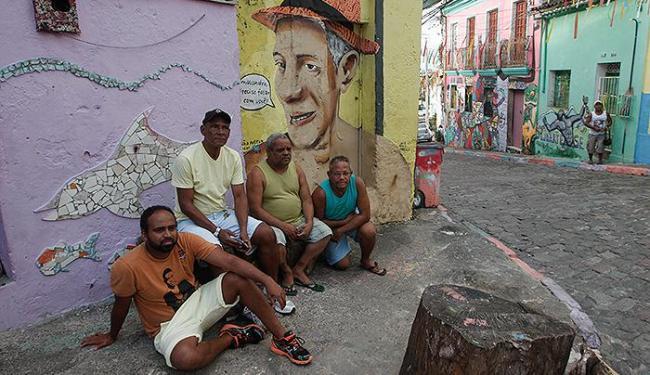 Artistas imprimem novo visual em via do centro - Foto: Margarida Neide l Ag. A TARDE
