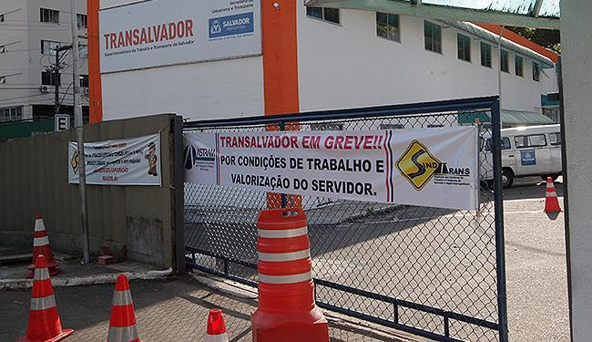 Cerca de 1.200 funcionários da Transalvador estão de braços cruzados - Foto: Margarida Neide l Ag. A TARDE