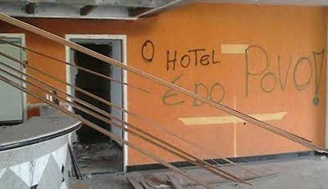 Hotel teve parte da estrutura saqueada e paredes pichadas - Foto: Divulgação | Namídia Comunicação