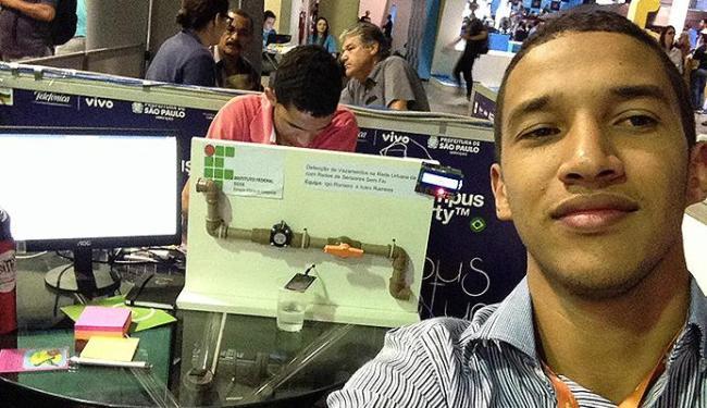 O estudante Igo Romero, 22, atraiu a atenção no Campus Party, em SP, com um sensor de vazamento de á - Foto: Divulgação l Acervo pessoal