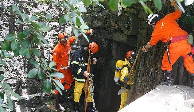 Bombeiros refazem caminho em pontos por onde as águas podem ter levado José Maria - Foto: Fernando Amorim | Ag. A TARDE