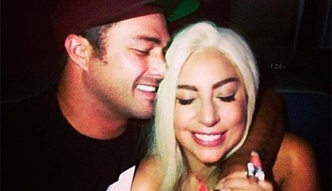 Lady Gaga e Taylor Kinney se conheceram durante as gravações de um clipe - Foto: Instagram   Reprodução