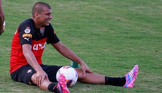 Médico do Vitória afirmou que o atacante Neto Baiano vai jogar contra o Galícia - Foto: Joá Souza | Ag. A TARDE